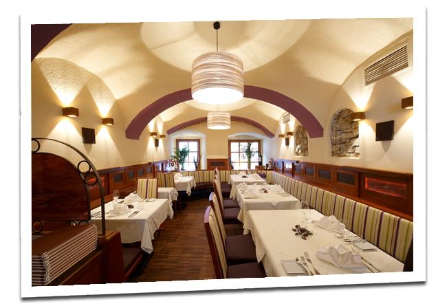 Und bietet platz für 45 gäste in zwei getrennten räumlichkeiten